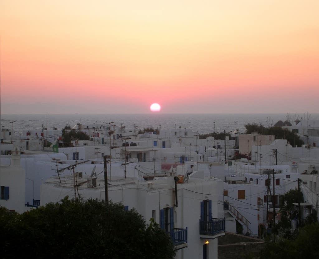 Tramonto rosa su Mykonos