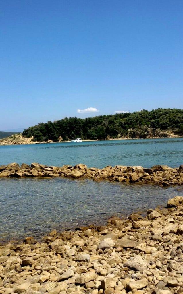 Relax in spiaggia tra sole, natura selvaggia e mare cristallino