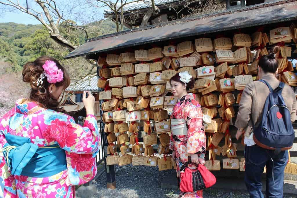 abiti tradizionali giapponesi sakura