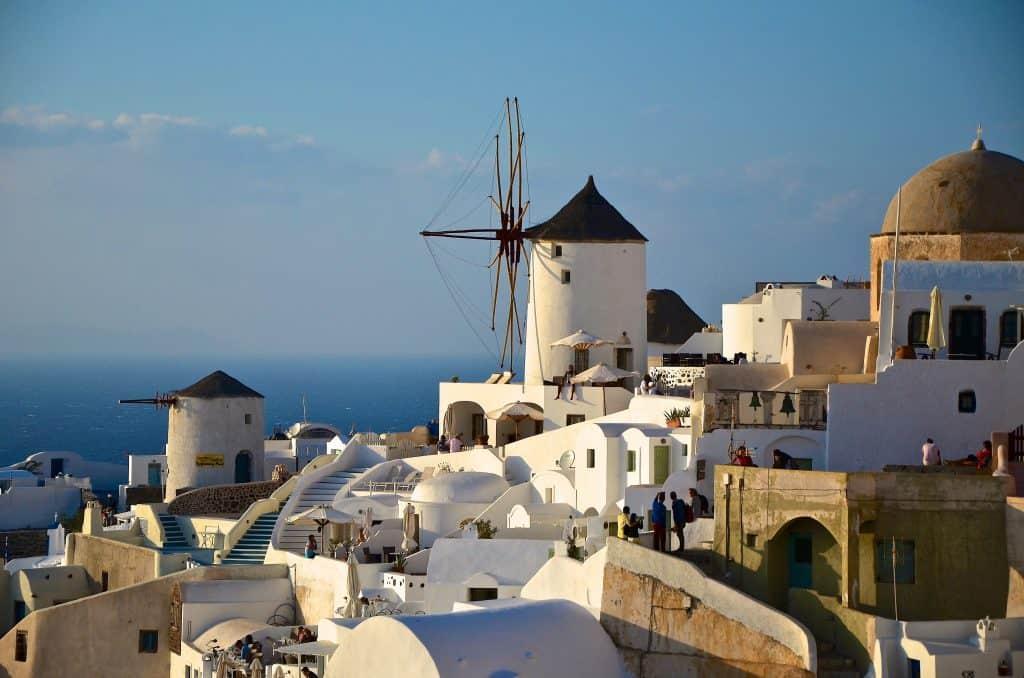 santorini, grecia. mulini a vento