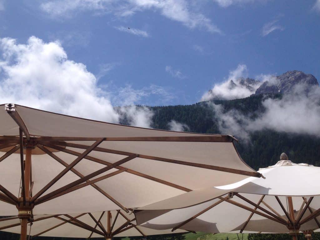 coro val pusteria, canto, ombrelloni, nuvole, festival