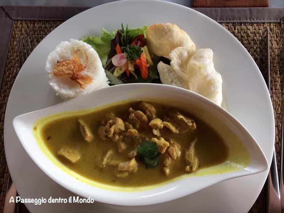piatto balinese con riso e gamberi